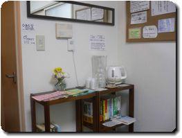 豊中市の整体 創楽カイロ研究所の待合室にはお水と白湯があります。